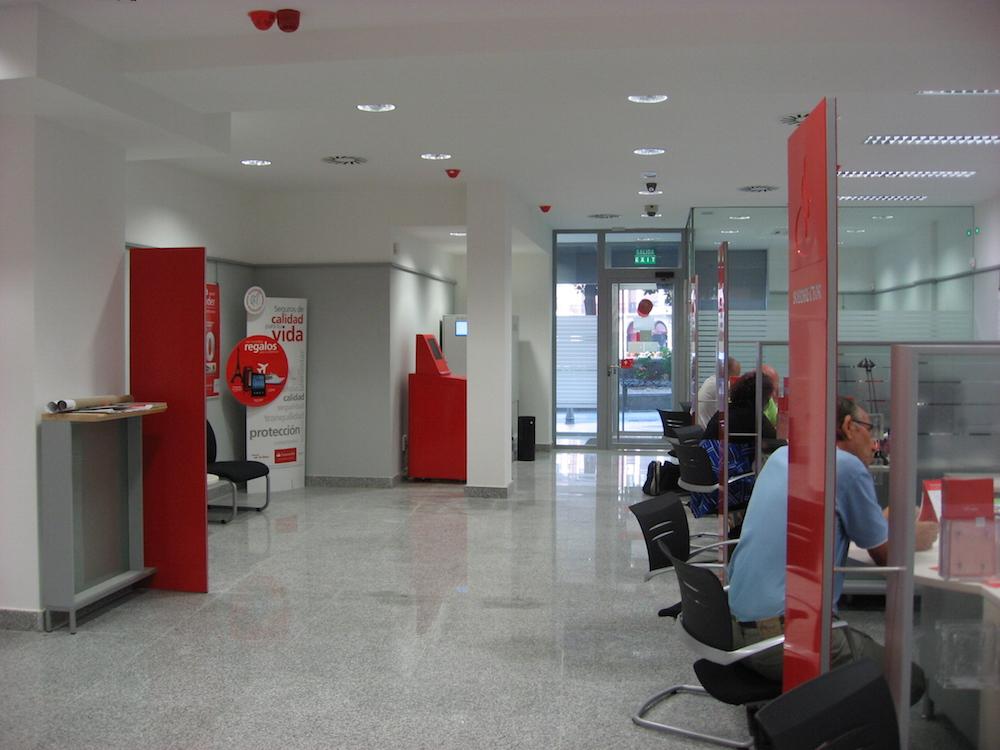 Reforma de oficinas del banco santander foraster arquitectos for Casas del banco bbva