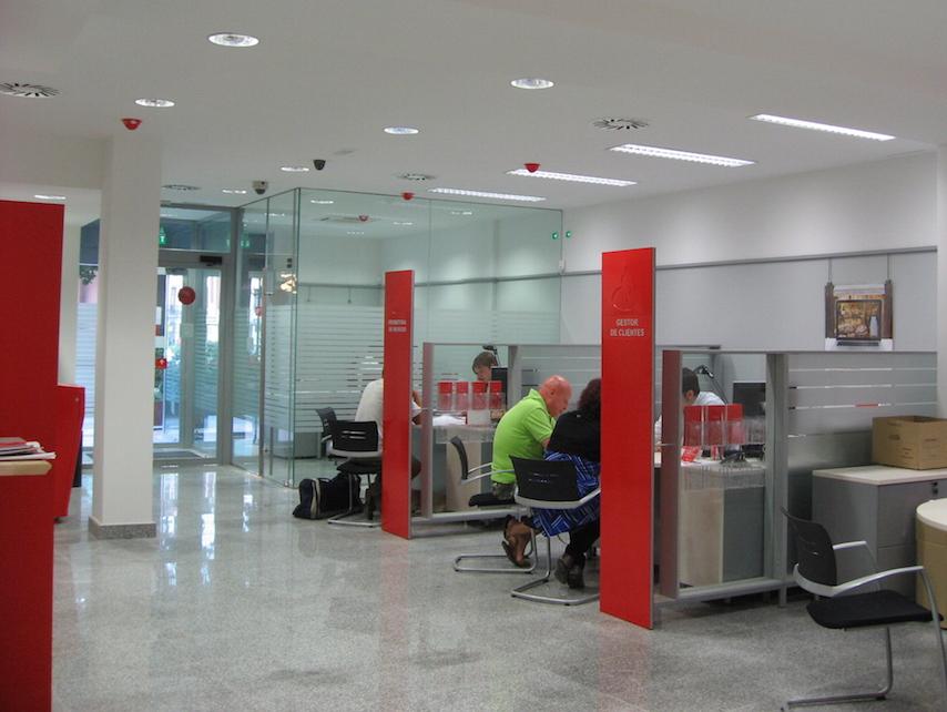 Reforma de oficinas del banco santander foraster arquitectos for Oficinas liberbank santander